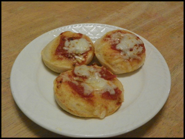 Aug 30,  · This easy no yeast pizza dough made with biscuit mix is quick simple and remarkably yummy.I won't pretend that it makes a chewy New York style crust (that would be silly, it's made with biscuit dough after all), but it does make a deliciously satisfying biscuity crust.5/5(5).